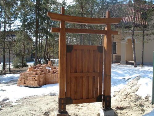 Ворота деревянные на МЗП, необычные ворота из дерева, ворота под старину Киев,